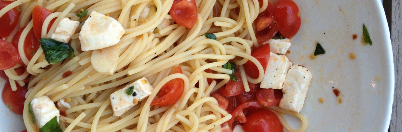 Fresh Tomato and Mozzarella Pasta