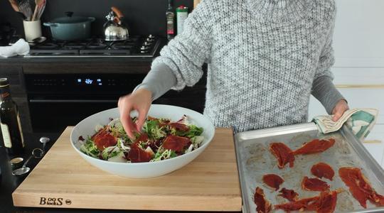 Salad with crispy prosciutto and fresh mozzarella-06