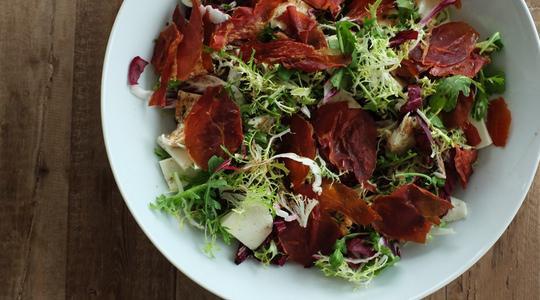 Salad with crispy prosciutto and fresh mozzarella-07