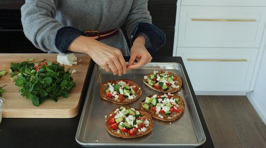 Sesame baked pita with tomatoes, cucumber, mint  feta-06