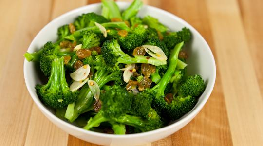 Broccoli with golden raisins and garlic-13-2