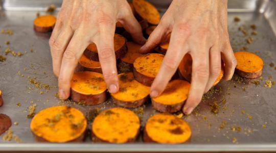Roasted sweet potato coins-05