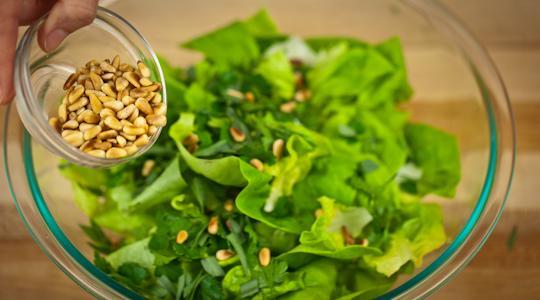 Salad pinenuts-10