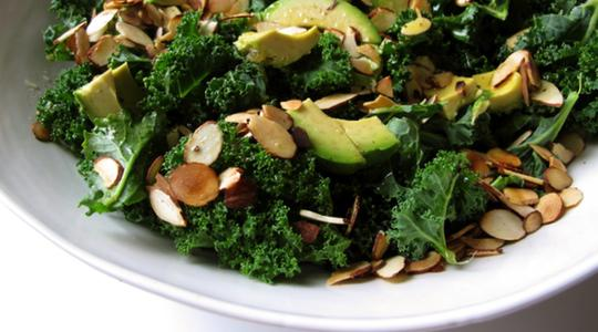 Kale-salad-with-avocado-and-almonds-02