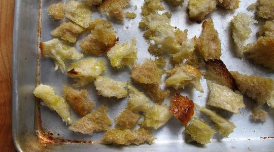 Arugula salad with creamy garlic dressing-01