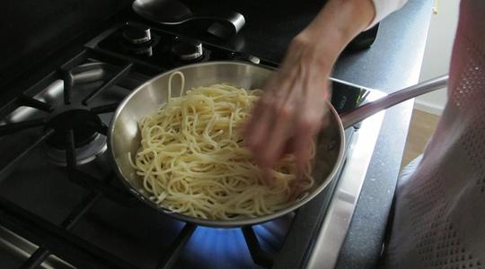 Fried pasta and eggs-02