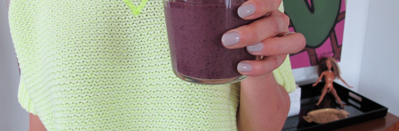 Blueberry Almond Smoothie (with spinach!)