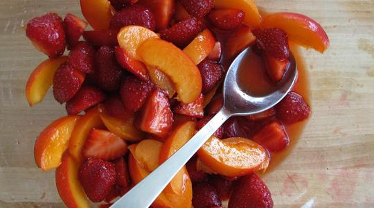 Marinated strawberries and apricots-04