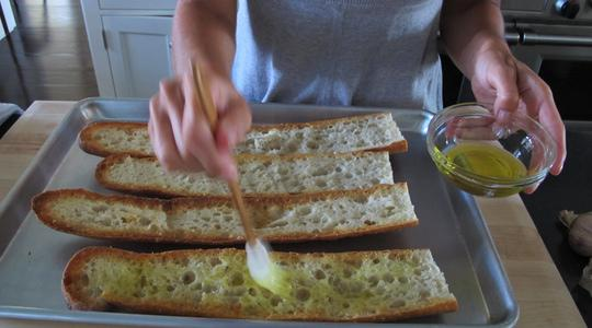 Garlic bread 2 ways-04