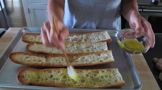 Garlic bread 2 ways-04