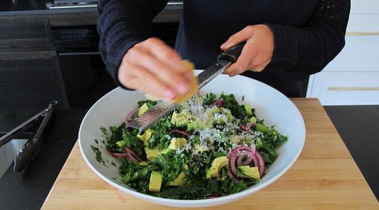 Chopped kale salad with pickled onions-12