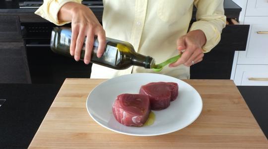 Seared peppercorn and rosemary crusted tuna-04