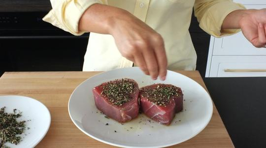 Seared peppercorn and rosemary crusted tuna-05