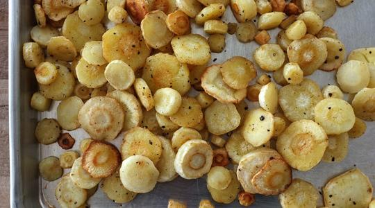 Roasted parsnip coins-05