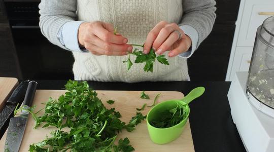 Pesto parsley steamed halibut-03