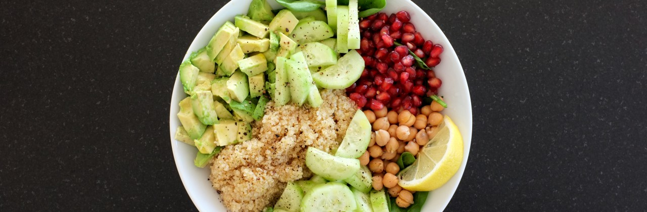 Quinoa Bowl with Spinach, Pomegranate & Chickpeas