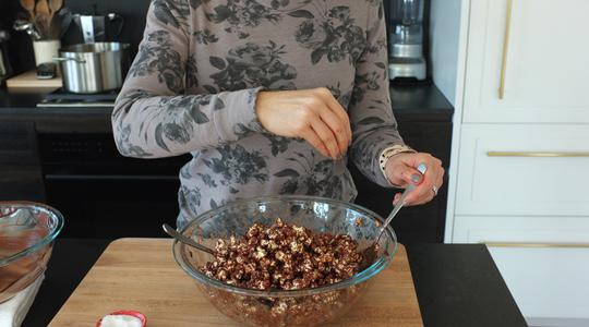 Chocolate popcorn almond clusters-08