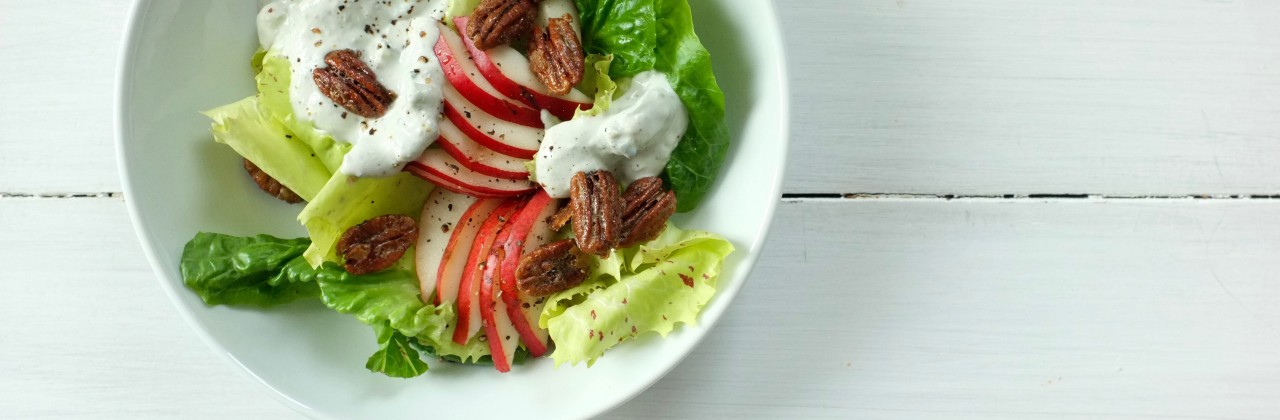 Creamy Blue Cheese Salad with Pears Candied Pecans