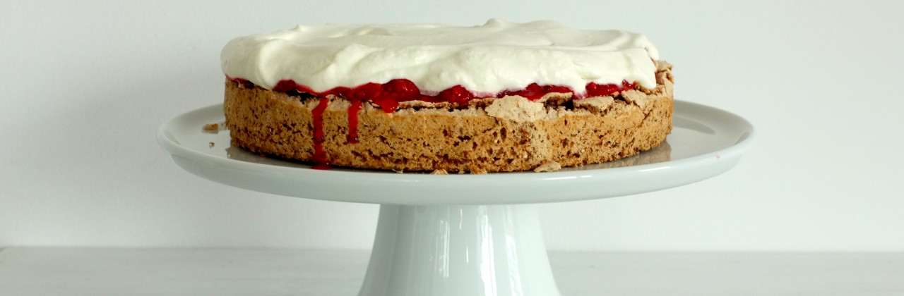 Meringue Cake with Raspberry Sauce